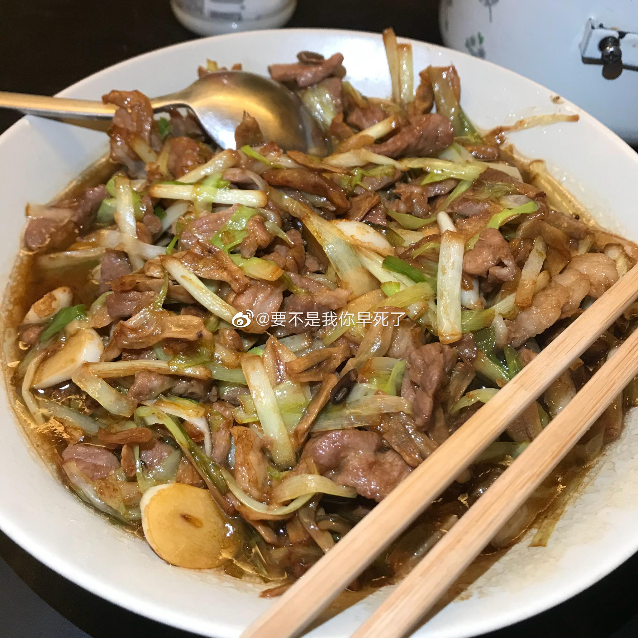 我的晚饭~韭黄炒肉,炒水白菜,紫菜蛋花汤~因为又没有剁辣椒