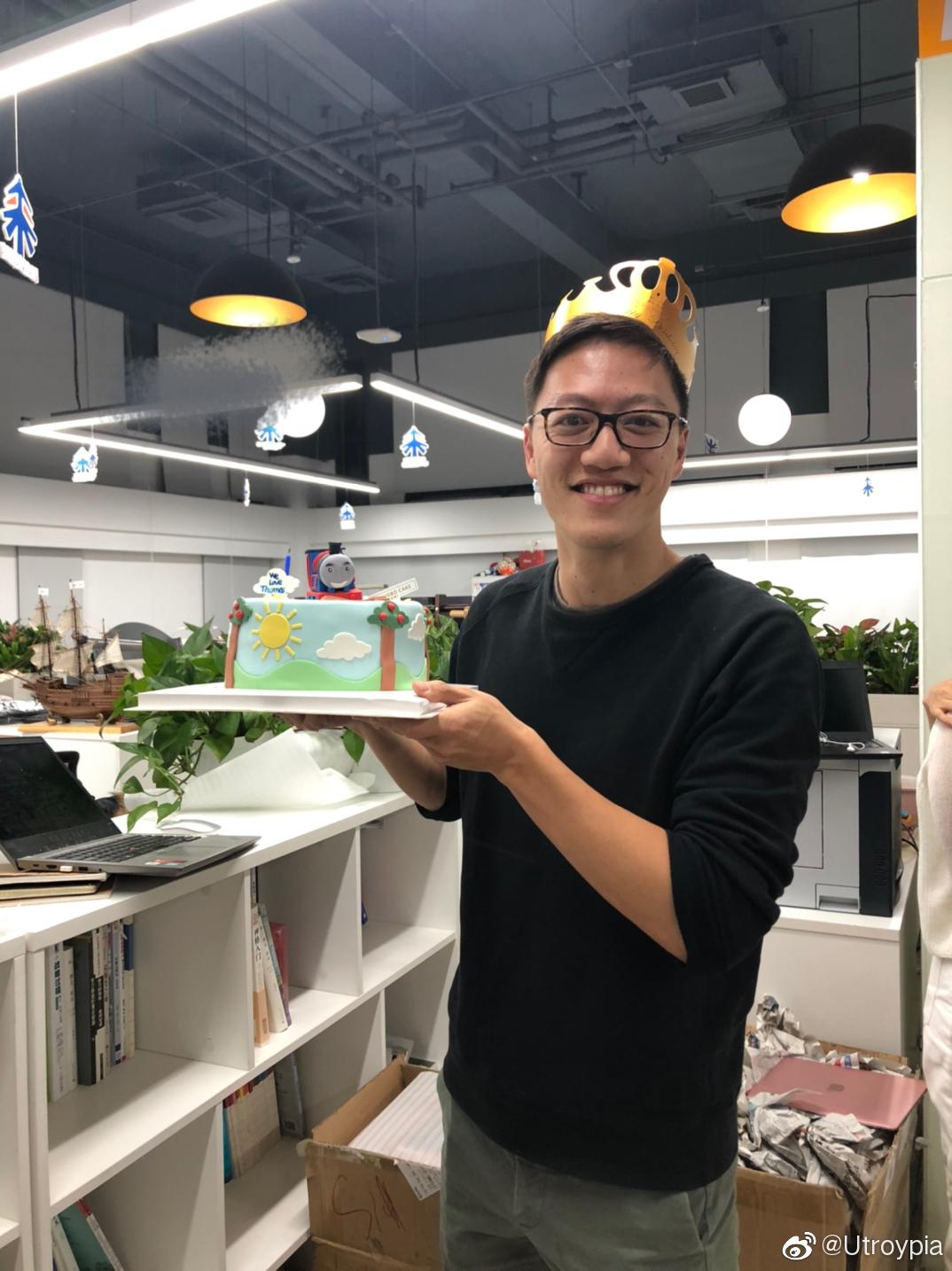 小伙伴给Thomas买了个Thomas小火车生日蛋糕哈哈哈哈