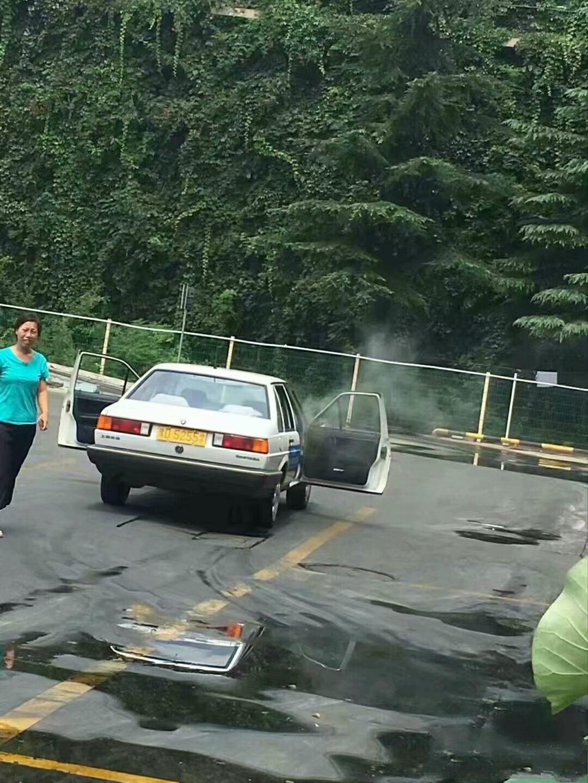 教练:先把车打着火!学员:好的教练,已经把车打着火了!