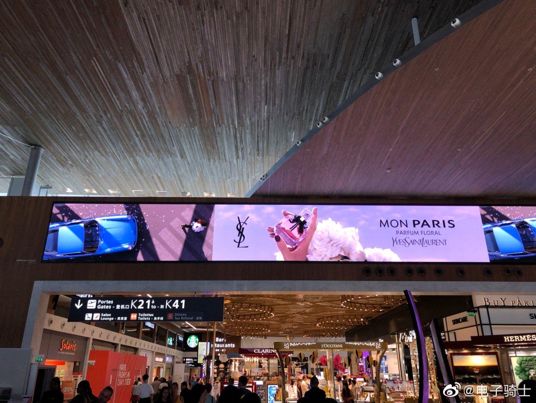 巴黎机场现在就跟北京的机场差不多,到处是中文