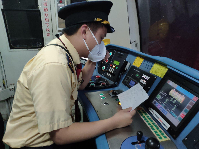 2月25日,是地铁司机陈宇豪安排好的举行婚礼的日期