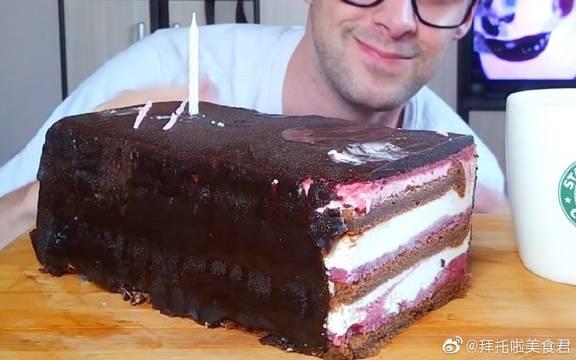 意式卡普里三色巧克力蛋糕这么大一块吃下去好爽