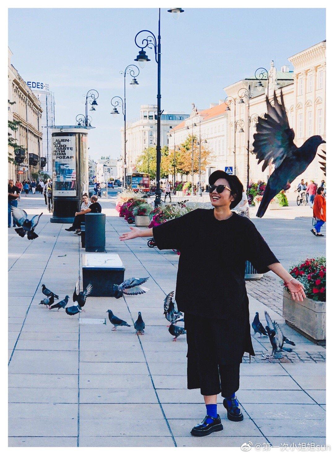 在华沙老城喂鸽子在大钟山全景公路和土拨鼠合影在兰兹