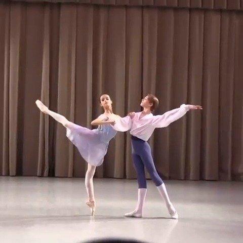 瓦岗诺娃芭蕾舞校 Chacona片段