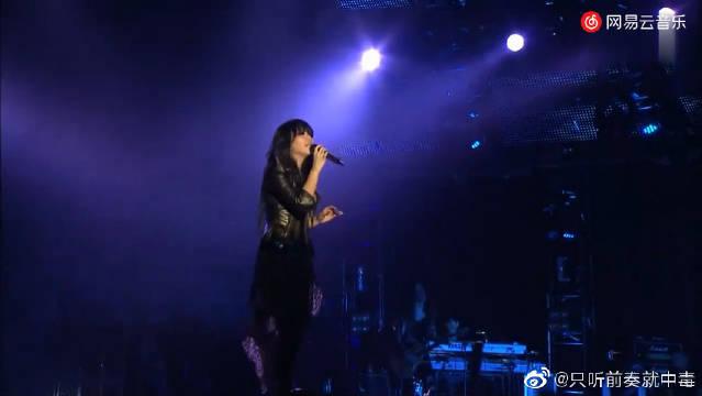 张惠妹《我可以抱你吗》现场版,第一次听这首歌的时候你多少岁?