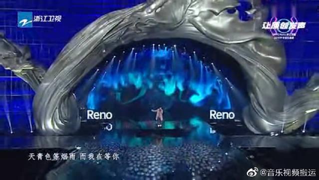 周杰伦现场《青花瓷》全场大合唱,12年经典!青春啊!