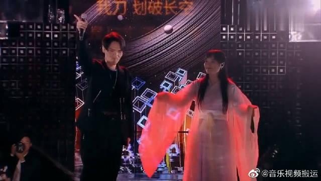 杨宗纬和网红合唱《刀剑如梦》,前奏响起回忆杀,记忆中的武侠!