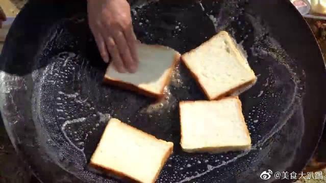 用铁锅烤三明治,木铲煎鸡蛋,也是没谁了,韩国人做饭