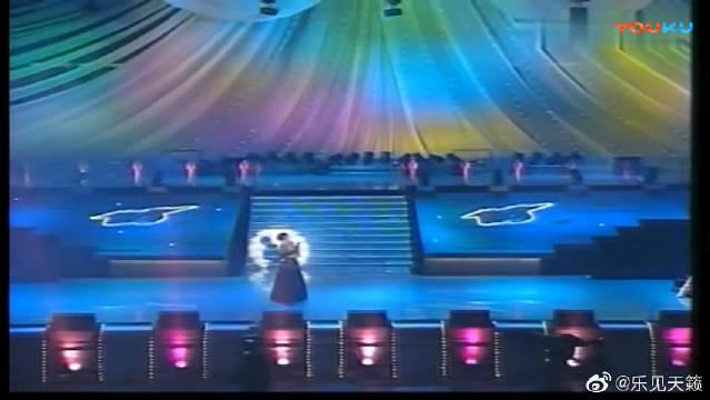 叶倩文携手张艾嘉演绎一曲春风秋雨,获1991十大劲歌金曲奖
