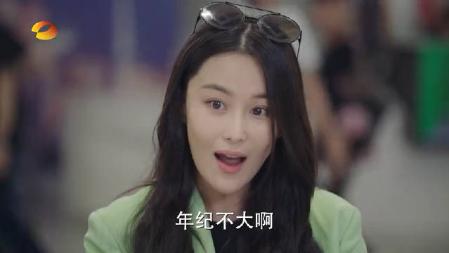 卫哲、达琳、谭新凯三人机场偶遇卫哲前女友裴瑜,裴瑜是张馨予演的