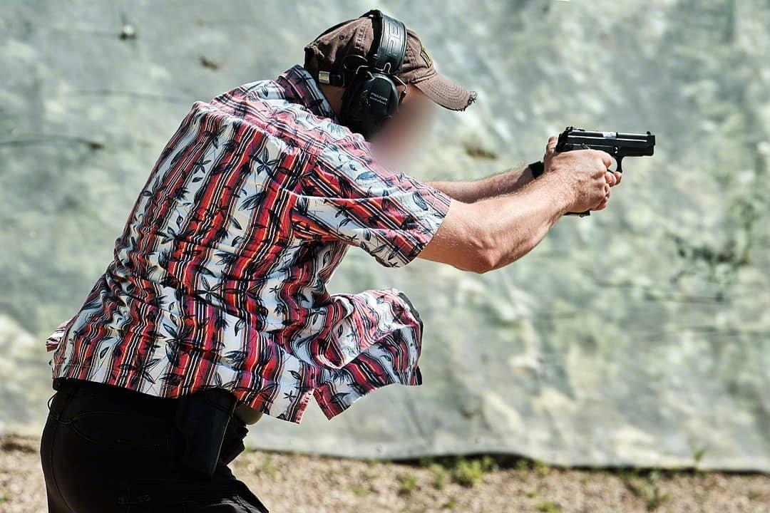 俄罗斯联邦国家安全局(FSB)特工们在卡拉什尼科夫射击中心进行手枪技