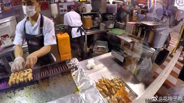 新加坡到处都有的串烧店 很多打工仔都两串配一碗饭 真香