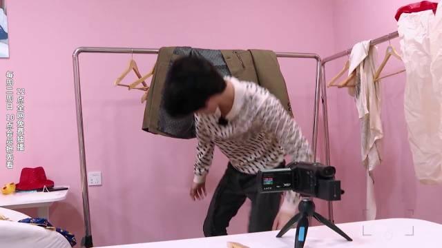 时尚达人黄冠亨在线营业,放飞自我脱衣摆拍业务能力一流!