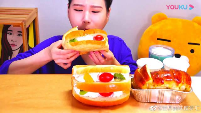 韩国大胃王卡妹,试吃老式奶油水果面包,大口吃真是太过瘾了!