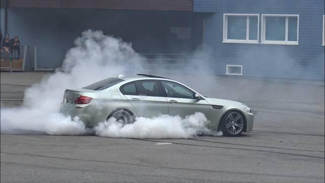 极速启动与漂移  2x 宝马BMW M5 E39、F10、E60与E90的激烈对抗