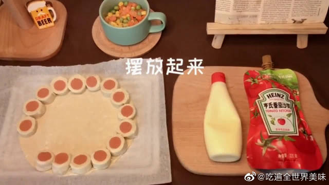 用两张手抓饼教你做简单版的土味披萨,赶紧学起来吧~