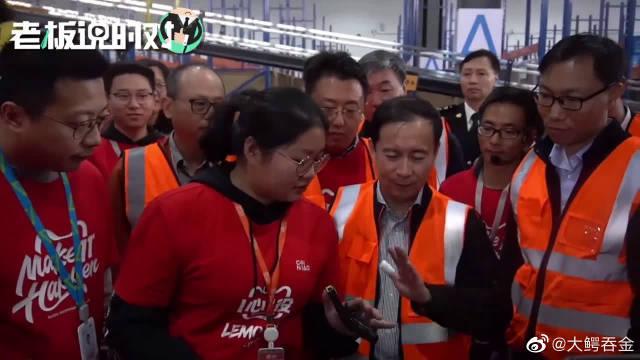 """阿里巴巴CEO张勇当""""拣货员"""":2分钟熟练上岗!"""