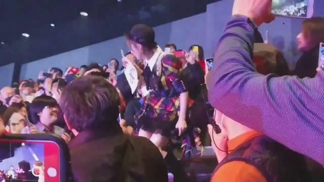 AKB48单独con饭拍视频
