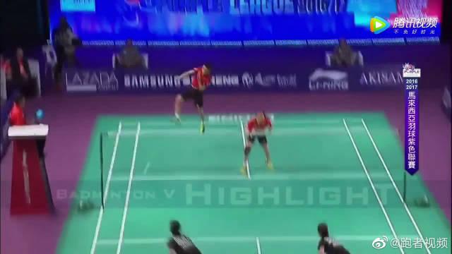 李宗伟和赵云蕾搭档混双,李宗伟杀球,出线还故意起跳挥空拍杀球