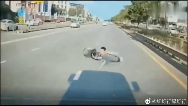 男子发生惨烈车祸,要不是监控,谁会知道罪魁祸首