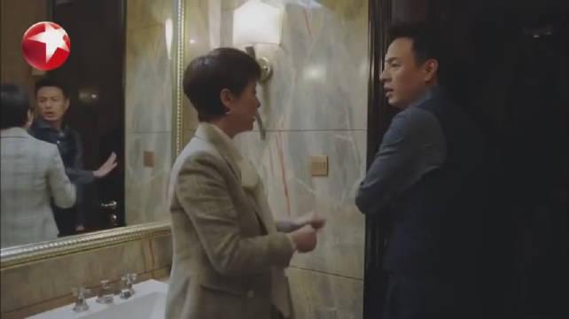 《小欢喜》文洁遭受上司骚扰,被小金撞见,威胁要写材料将他开除