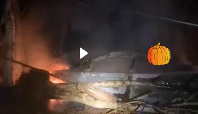 险!海口三门坡一汽车凌晨林内起火 所幸未发现人员伤亡