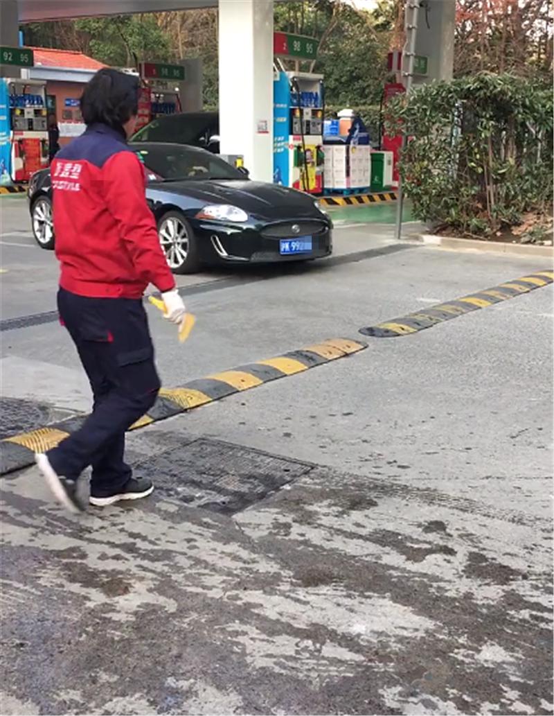 203万捷豹XKR现上海,国内稀有,4.8秒破百,少有人会买