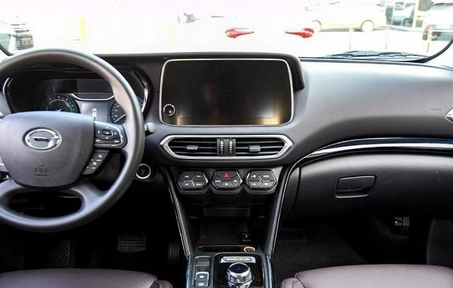 广汽IX4,拥有更具辨识度的外观设计,空间表现不错且舒适性高