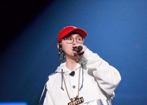 他在去年跟艾热一样以一敌五,但却在《中国有嘻哈》中遗憾落败
