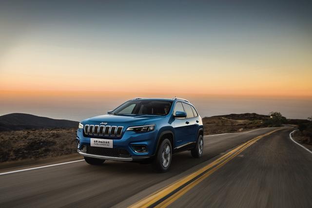 性能、操控、配置 全新Jeep自由光炸燃表现无法抗拒