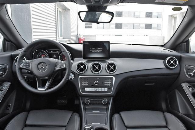 奔驰CLA,纯进口轿跑无边框门,6.8S破百,还不入手?