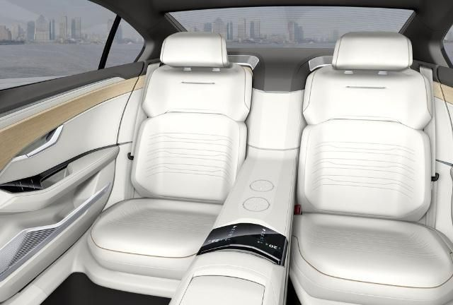 2.0T混动+8AT,车长超5米,C级车配无框门,科技感爆棚