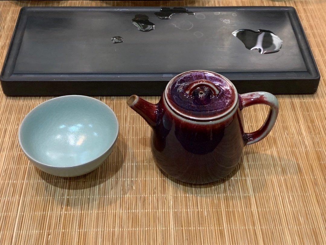 这个钧瓷的色调和器型看着还可以!白胜利。