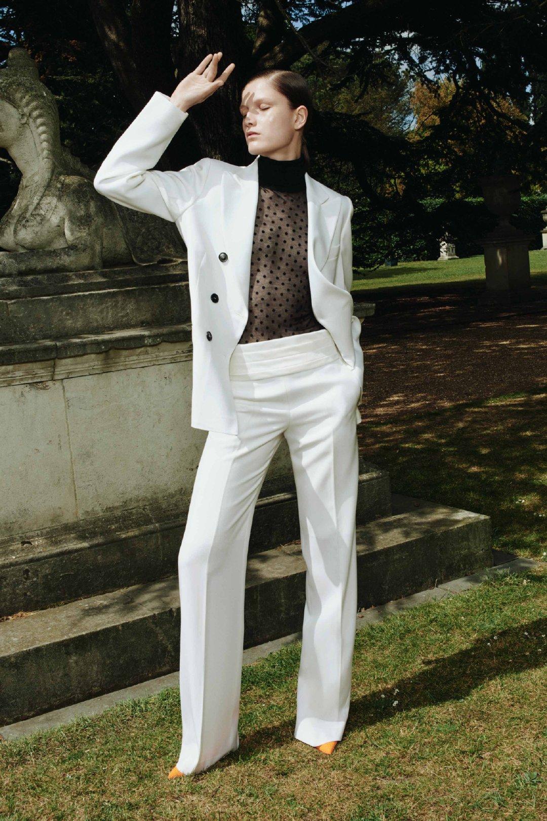 Victoria Beckham 2020早春系列贝嫂把这一季LOOKBOOK放在英国百灵顿