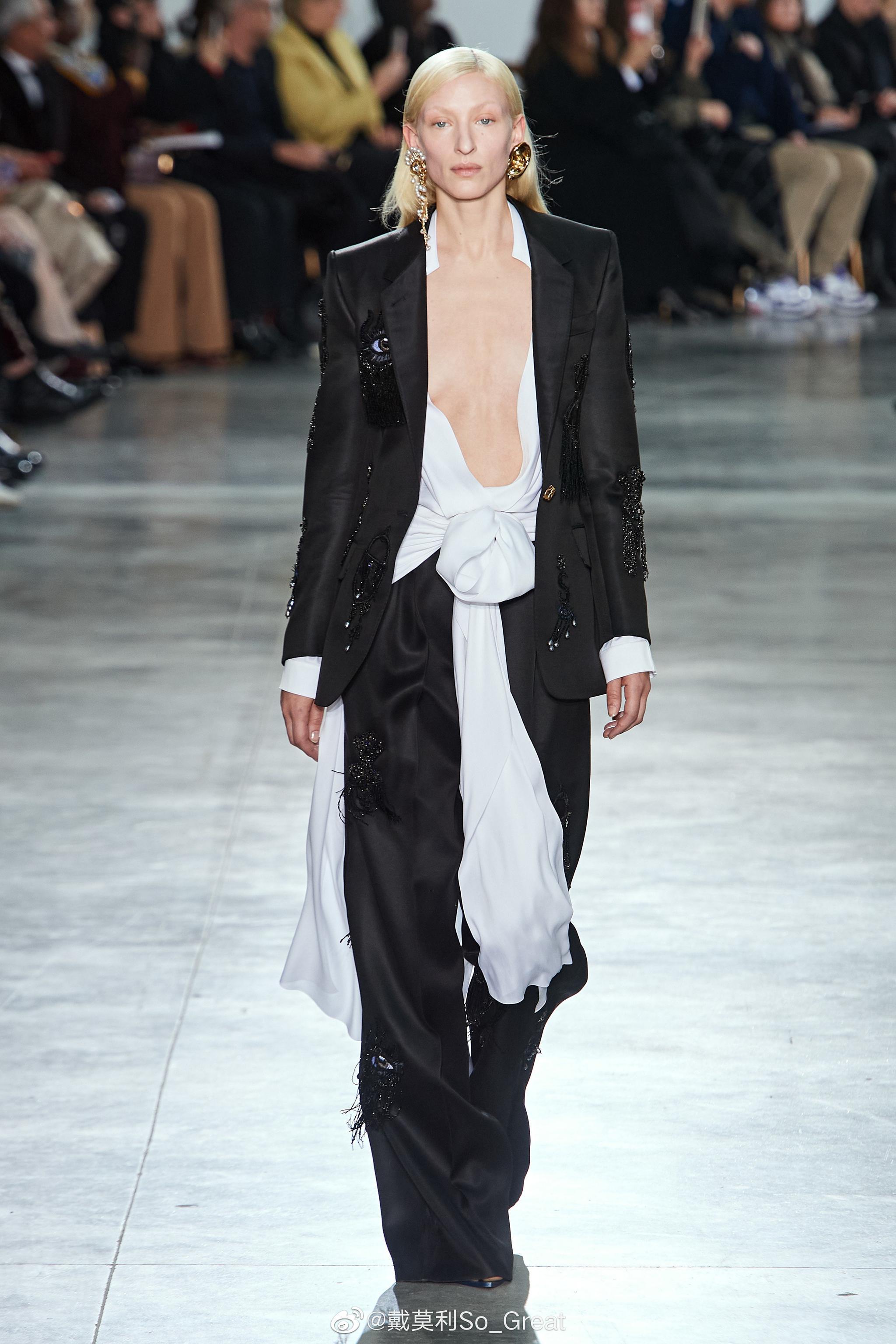 Schiaparelli  Spring 2020高级定制系列珠宝和行云流水般的剪裁结