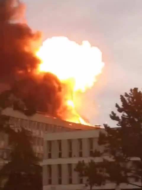 法国里昂第一大学发生火灾,引发煤气罐爆炸