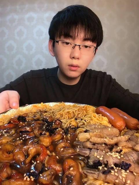 大虾海鲜火鸡面 文苹