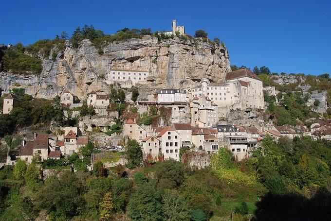 坐标——法国西南的霍卡曼都。依山而建,山脚是小镇