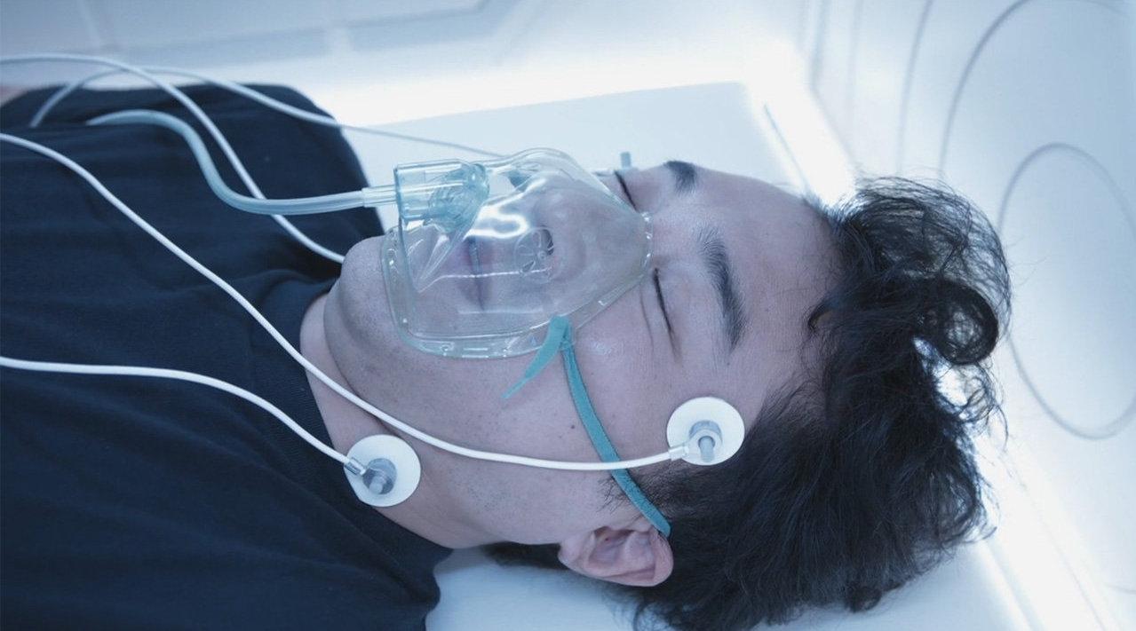 富翁身患绝症冷冻自己50年,期间被迫苏醒3次