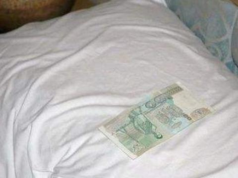 去泰国旅游,为何中国游客要在枕头下放钱,只因回来会有小惊喜