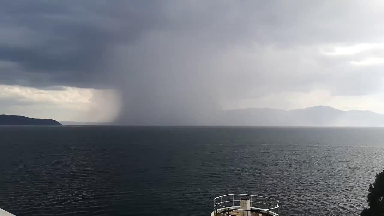 延时摄影,实拍抚仙湖上空出现的下击暴流,非常震撼!