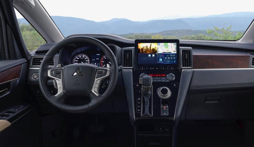 全新19款三菱得利卡实车曝光,帕杰罗底盘+柴油动力,四驱没问题