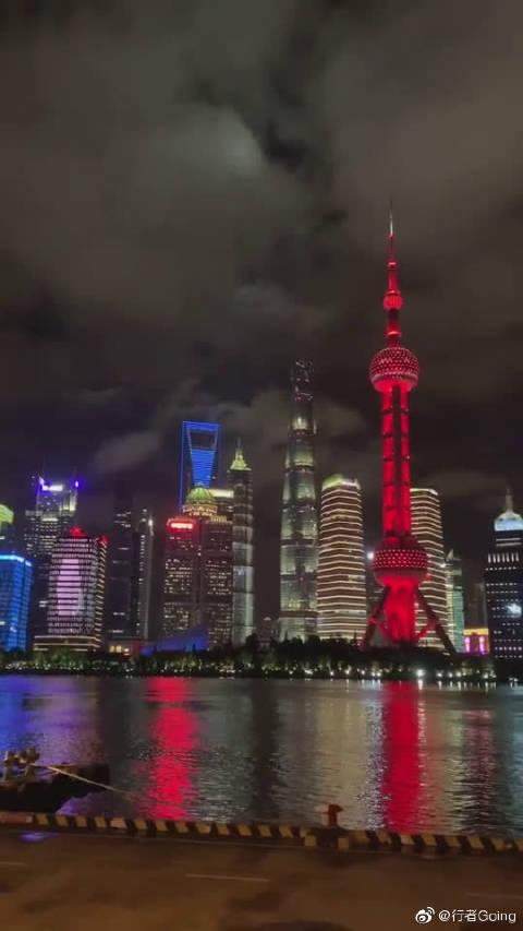 上海北外滩看陆家嘴,又是一道不一样的风景,直插云霄!