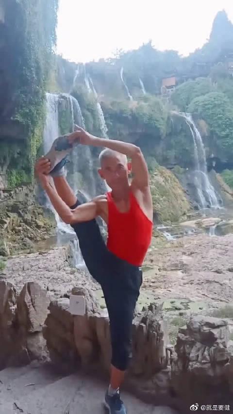 瑜伽是一门艺术,是一种健身的法宝!你还在等什么!