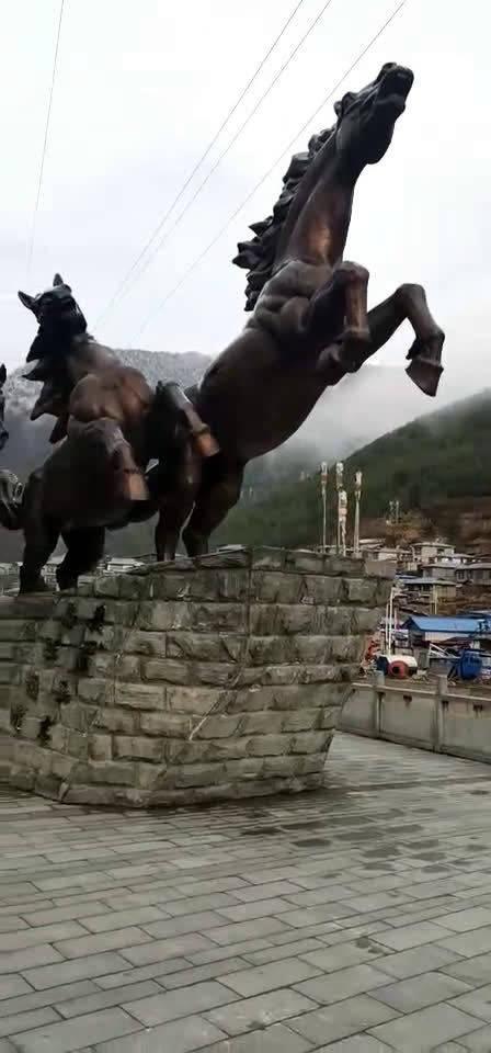 没去过西藏,只能从朋友圈里满足了。西藏日喀则市洞朗镇,歌声悠扬