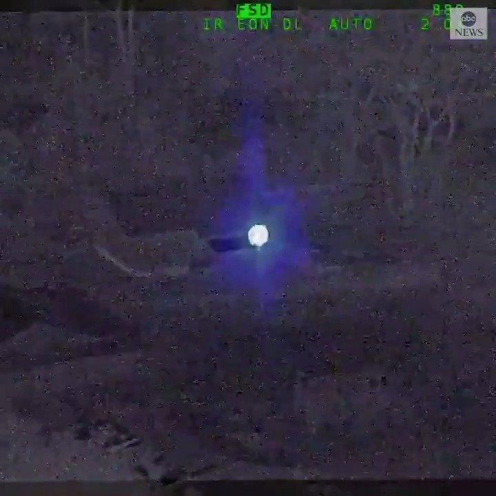 一名33岁加州男子周一晚间用大功率蓝色激光器瞄准一架准备返回基地的