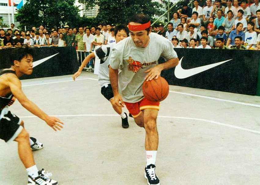 新疆队主教练阿的江曾经是中国国家男子篮球队的主力控卫
