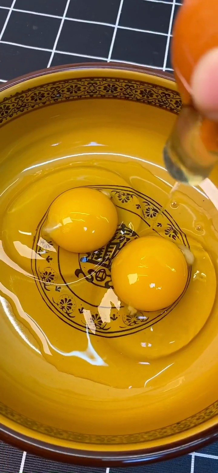 菠菜鸡蛋新吃法,好吃好看又营养,真解馋