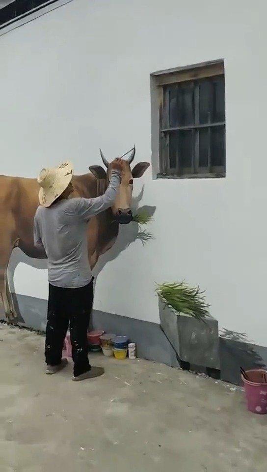 高手在民间,不仔细看,还以为是头真牛呢,远看是头牛,近看牛一头