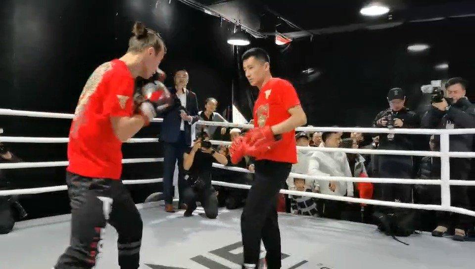 ONE龙腾岁月公开训练,头条主赛中国力量@泰拳王文峰